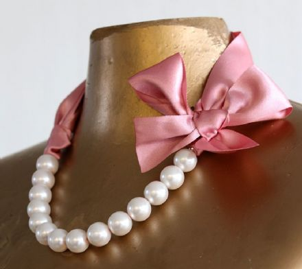Pink pearl and ribbon necklace